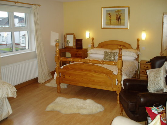 Brooke-Lodge Guesthouse : Bedroom with jacuzzi ensuite