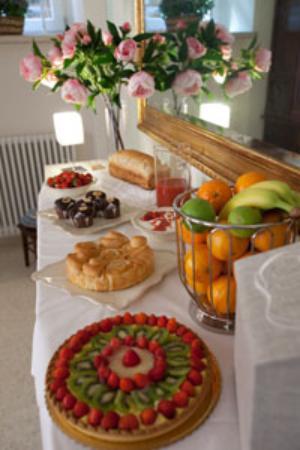 Bagolina B&B: tavolo della colazione