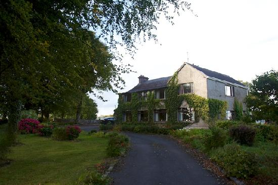 Milltown, Irlanda: The house from the front drive.