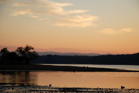 Lake Ouachita State Park Campground: Sunset on Lake Ouachita
