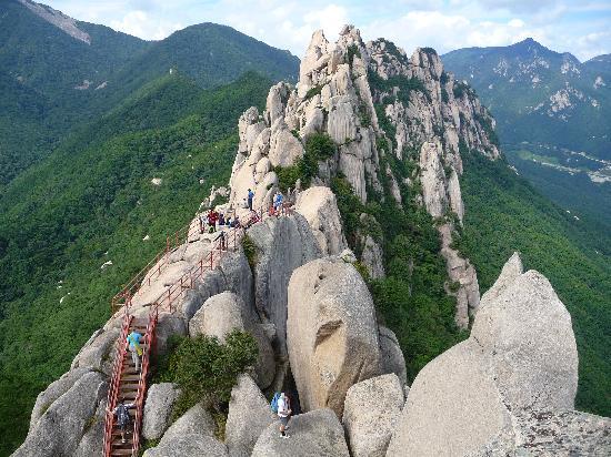 Seoraksan National Park: Ulsanbawiri Rock