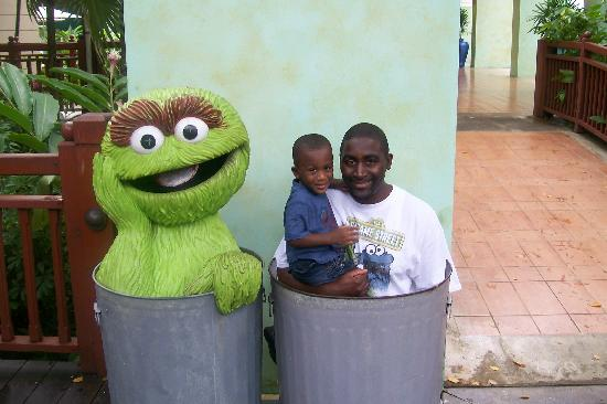 Beaches Negril Resort & Spa: Daddy and Son and Oscar the Grouch