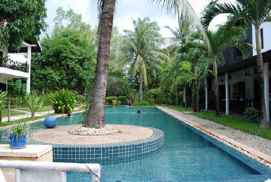 โรงแรมลา เมซอง ดังกอร์: The Pool