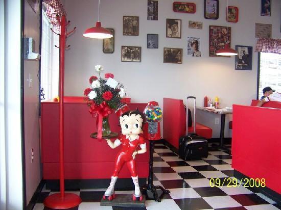 Strasburg Diner: Front entrance