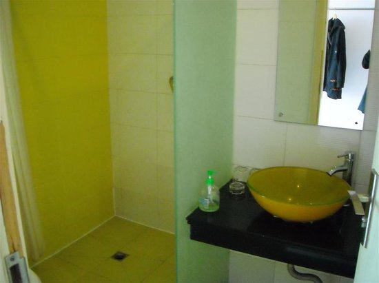 Yangguang Express Hotel: bathroom