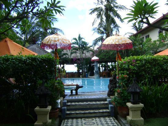 Adirama Beach Hotel: Uitkijkje op het zwembad