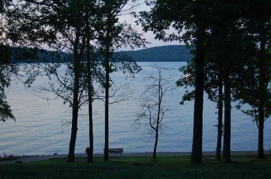 Lake Barkley Lodge: View from patio
