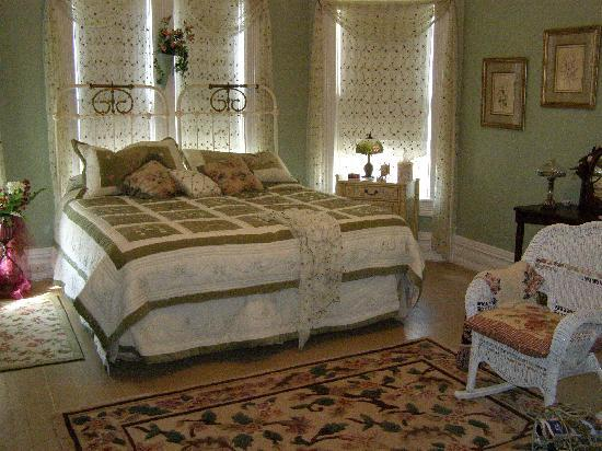Pecan Hill Inn : Cherokee Rose Room