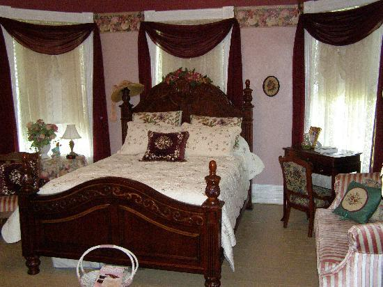 Pecan Hill Inn : Savannah Lace Room