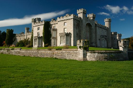 Warner Leisure Hotels Bodelwyddan Castle Historic Hotel: Bodelwyddan in the sun