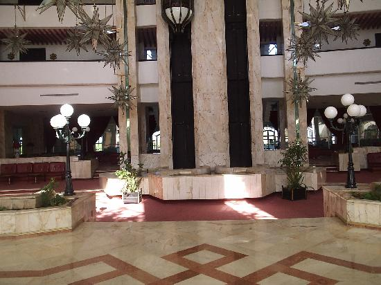 Kuriat Palace : The Lobby at the hotel, big airy and clean