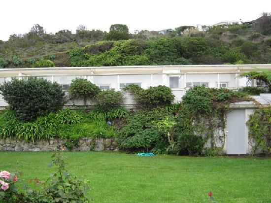Malibu Country Inn: view from garden of back porches