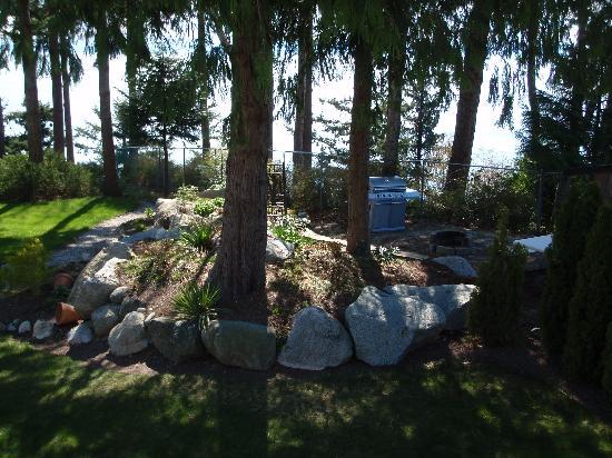 Inn-Nature Retreat & Spa : Front grounds & gardens