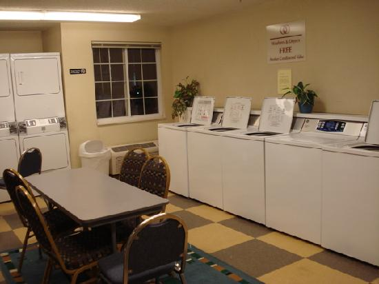Candlewood Suites Somerset: Laundry