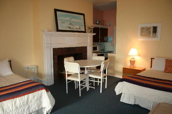 Windward at the Beach: One room efficiency #3 Windward at the Bech
