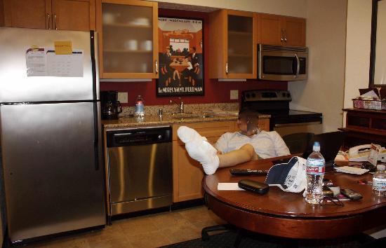 Awesome Residence Inn Long Beach: Full Kitchenette