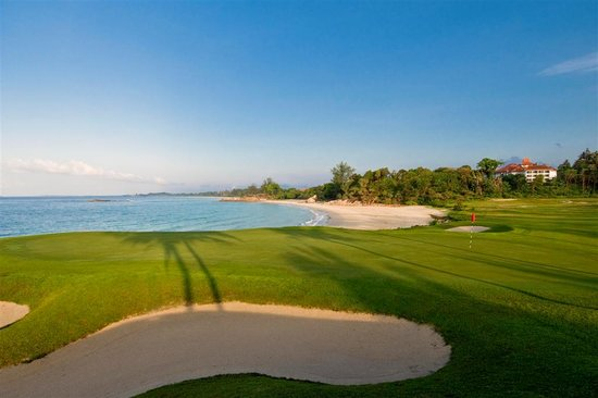 Lagoi, Indonesië: Jack Nicklaus Sea View Course Hole 12