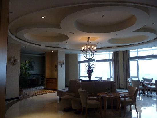 Junhua Haiyi Hotel: Beautiful Club Lounge, albeit under-utilised.