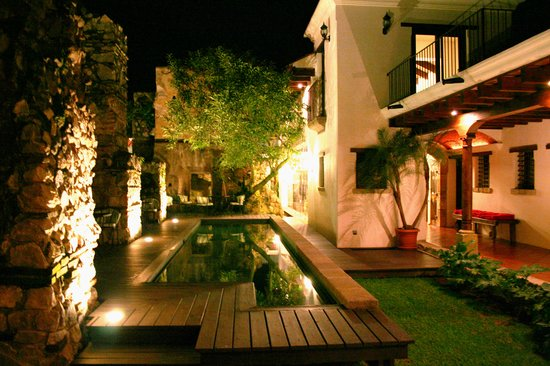 Hotel Cirilo: Beautiful night