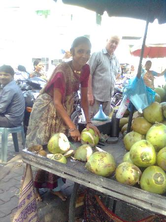 Hotel Siddhartha Palace: Sweet coconut - street hawker, outside the hotel.