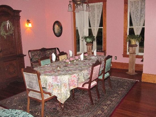 The Laurel Oak Inn: Breakfast Room