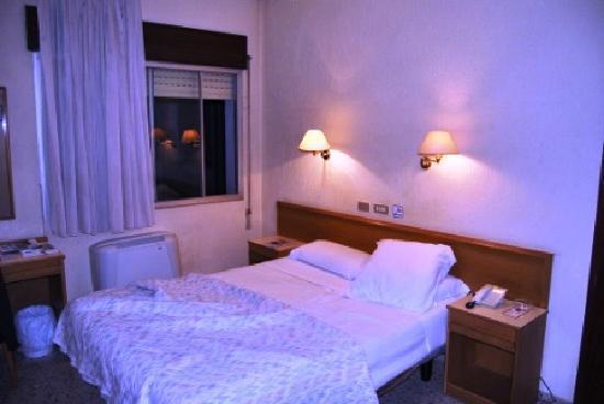 Leuka Hotel: interno camera