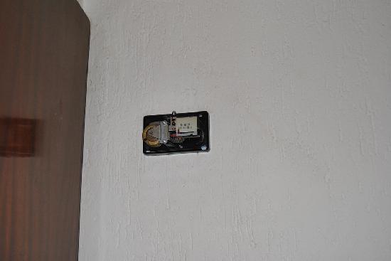 Leuka Hotel: partic. con (credo) termostato (presumo non più funzionante !)