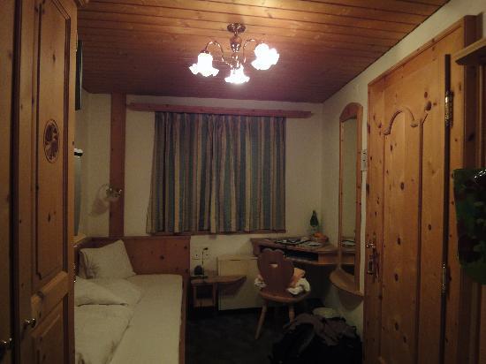 Hotel Astras: Einzelzimmer (bei Buchung wurde auf kleines Zimmer hingewiesen)