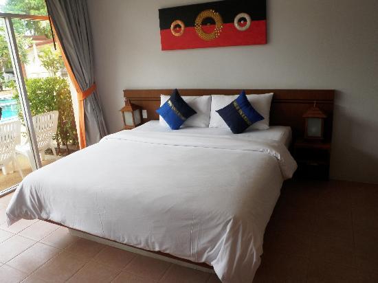 Phuket Sea Resort : Maalai Resort very comfortable bed!