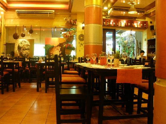 Big Mama Tapas Bar & Bistro (Spanish Food) : บรรยากาศภายในร้าน