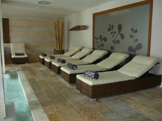 Grupotel Los Principes & Spa: Complimentary towels and lovely sunbeds