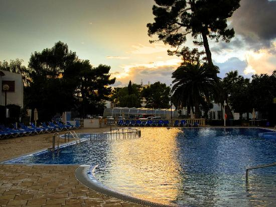 Grupotel Los Principes & Spa: By the pool at sunset
