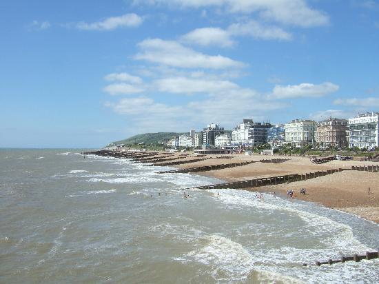 Eastbourne, UK: 桟橋から見るイーストボーンの海岸線