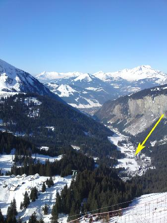 Chilly Powder: View from above at Avoriaz. Location of the main chatel-hotel highlighted