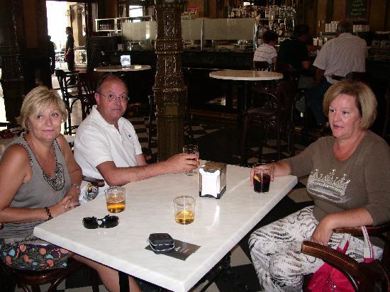 Pampelune, Espagne : Cafe iruña