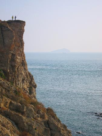 Cliff fishing on Binhai Road