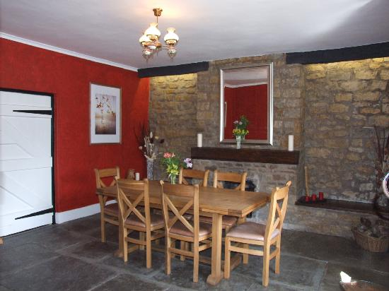 Colliters Brook Farm: Farm dining room
