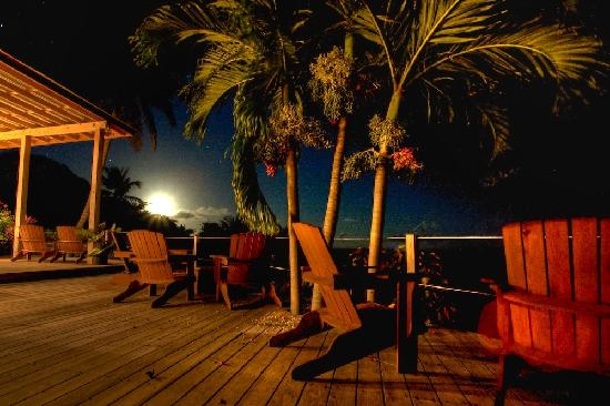 Pagua Bay House Oceanfront Cabanas : moonlight at the restaurant