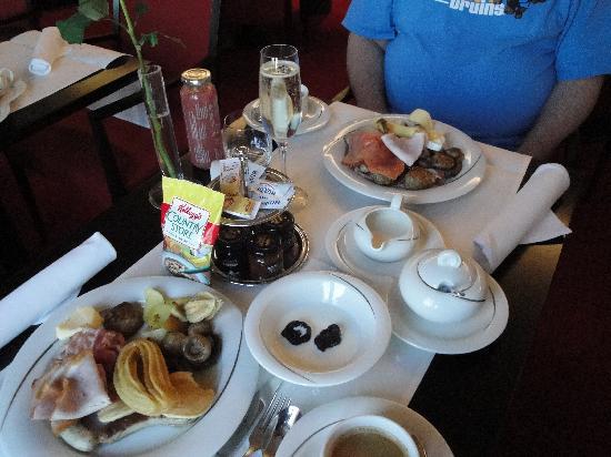 Meliá Berlin: breakfast