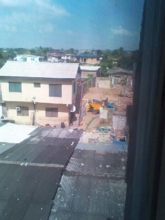 هيز ماجيستيز هوتل: View from 2nd floor room window to the back side of the Hotel