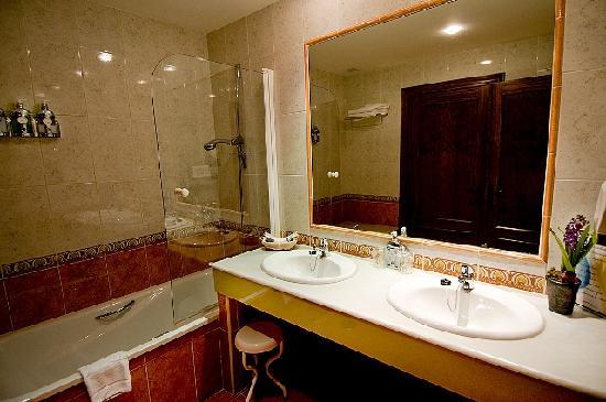 La cepada hotel desde cangas de on s espa a - Cuarto de bano completo ...