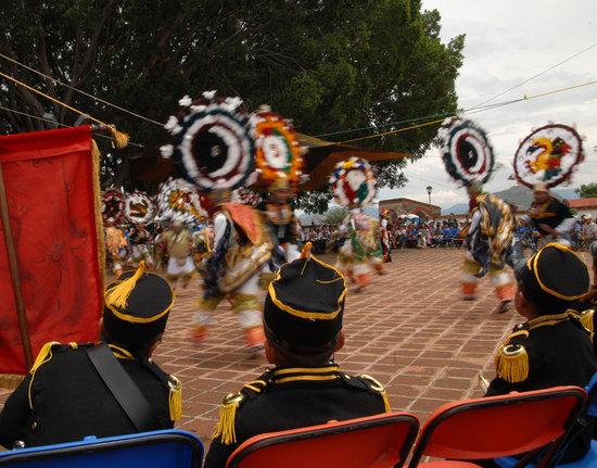 Traditions Mexico Cultural Journeys : danza de la pluma teotitla del valle