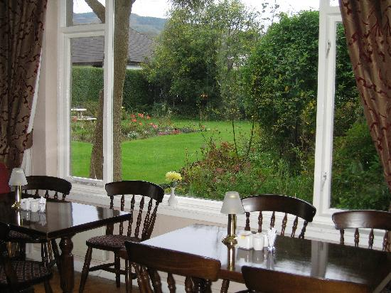 ‪‪Ardshiel Hotel‬: The dining room overlooking the garden.‬