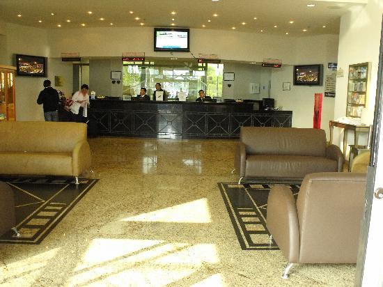 Four Points by Sheraton Galerias Monterrey: Front Lobby