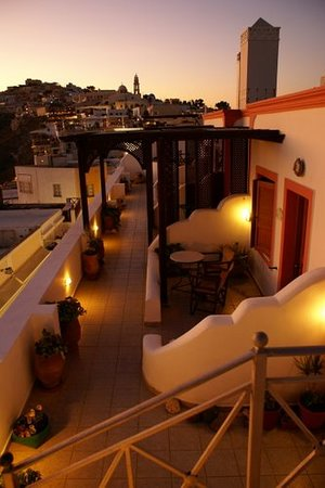Theoxenia Boutique Hotel : Terrace on top face the Volcano, the sunset and the Caldera!