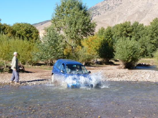 """La Kasbah du M'Goun - Ait Bouguemez : the only""""access road"""" to the Kasbah"""