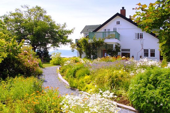 Sooke Harbour House Resort Hotel: Surrounded by edible gardens, the ocean and mountains