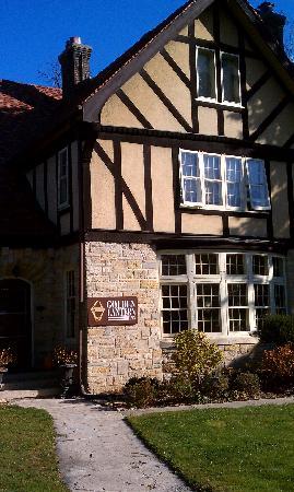 Golden Lantern Inn: Front view