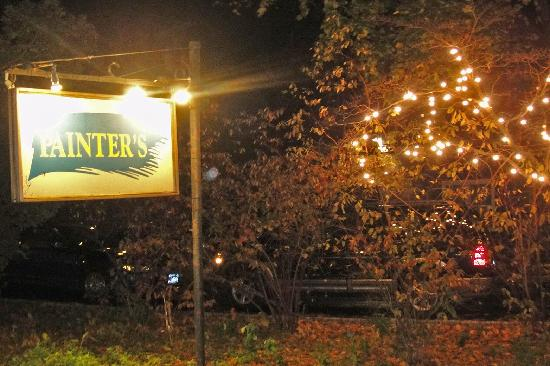 Painter's Inn: Sign