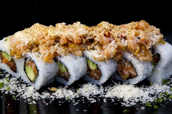 Paru Inkas Sushi & Grill: Palta y tartare de salmon, montado con chupe de cangrejo gratinado.
